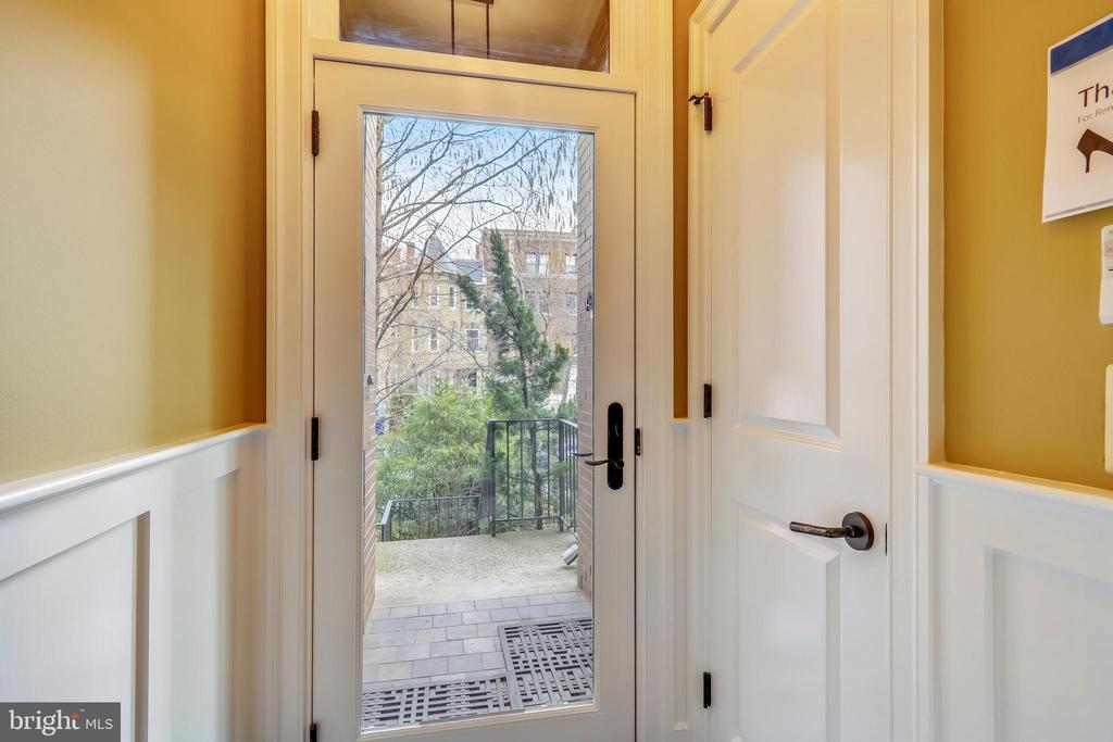 Entry Foyer - 1324 FAIRMONT ST NW #B, WASHINGTON