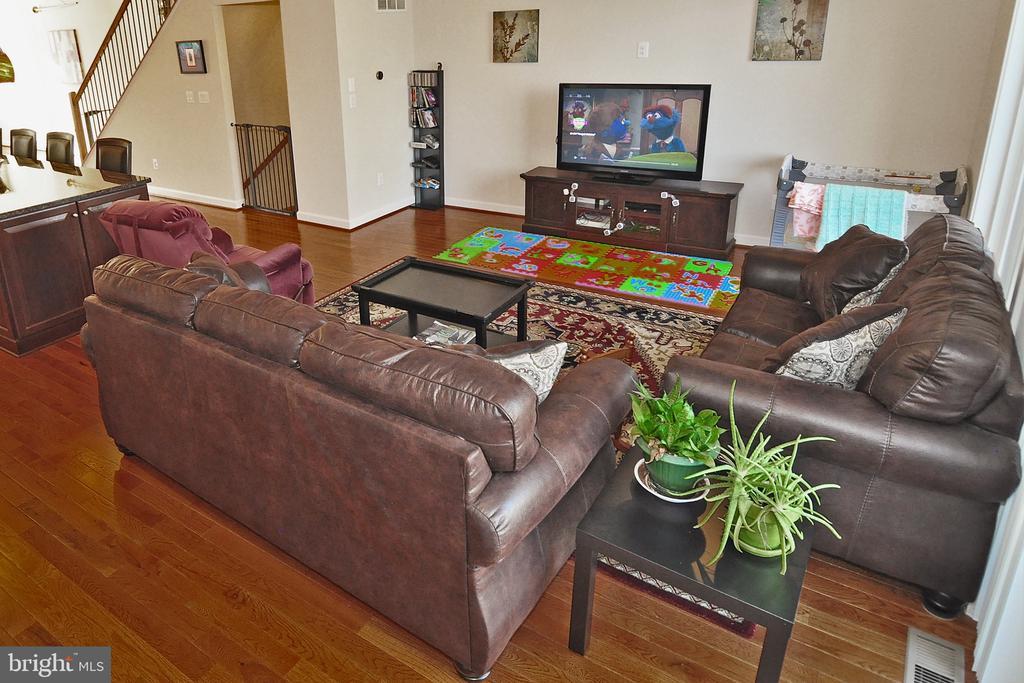 Hardwood Floors on Main Level - 22426 PHILANTHROPIC DR, ASHBURN