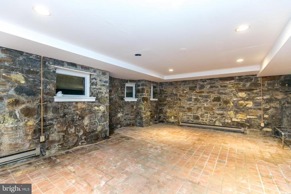 Basement Rec Room with stone walls - 3707 GREENWAY, BALTIMORE