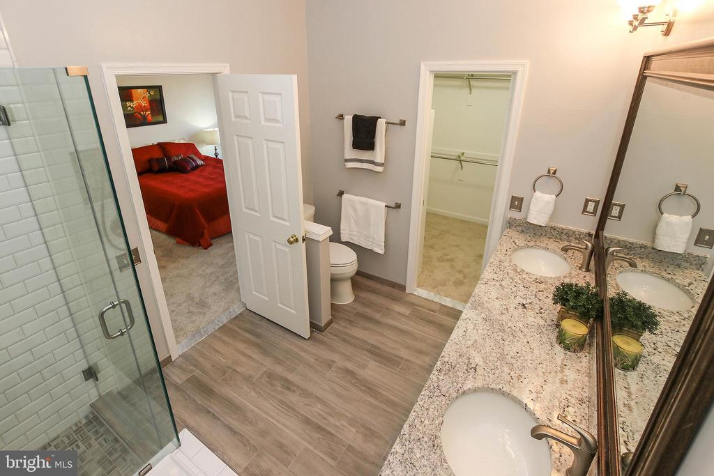 Nicely Updated Master Bathroom - 43869 LABURNUM SQ, ASHBURN