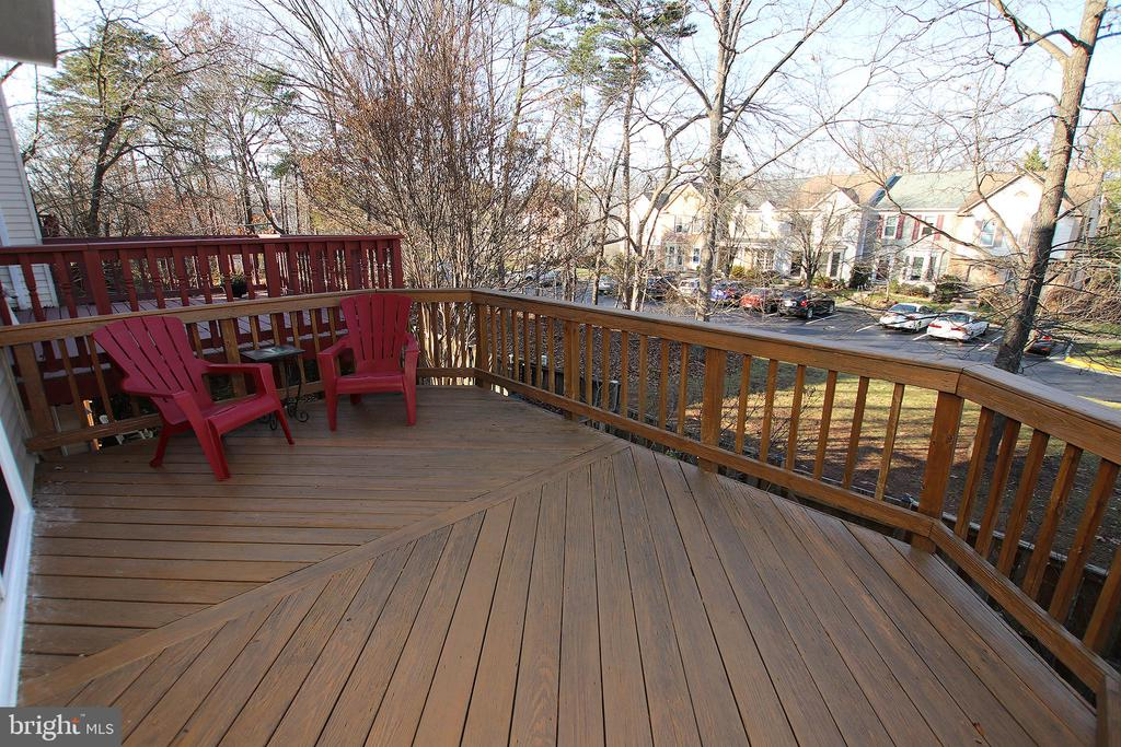Spacious Deck - 43869 LABURNUM SQ, ASHBURN