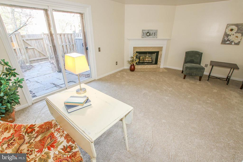 Great Den Space for Entertaining - 43869 LABURNUM SQ, ASHBURN