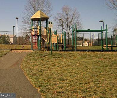 Ashburn Farm Offers Multiple Playgrounds - 43869 LABURNUM SQ, ASHBURN
