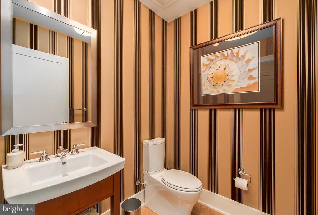 Elegant Powder Room - 601 N FAIRFAX ST #304, ALEXANDRIA