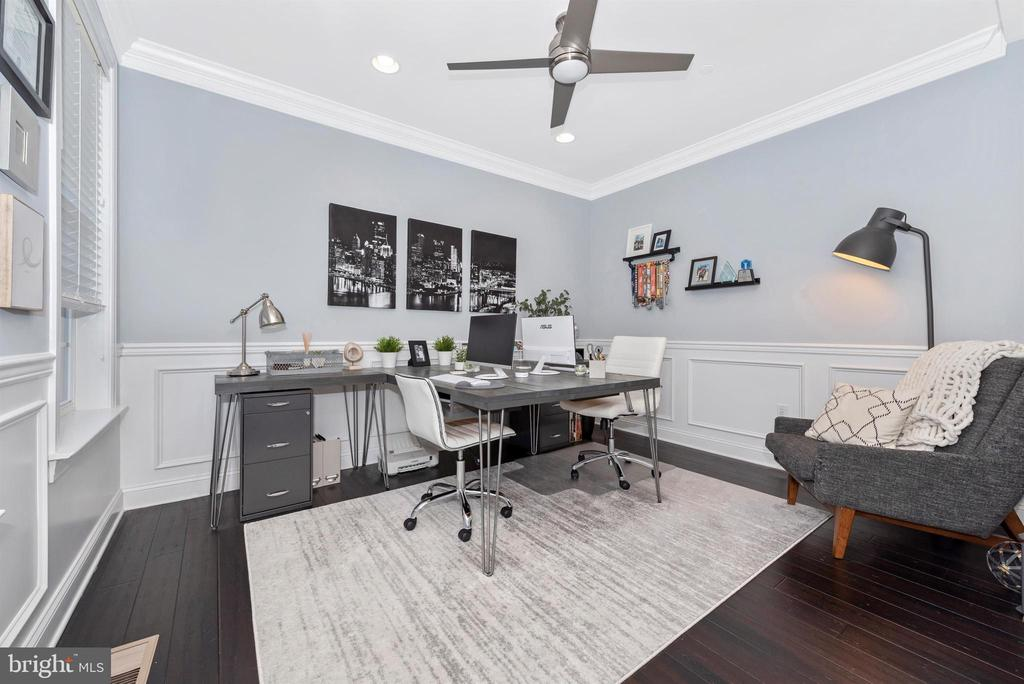 First floor office or make it your own space - 7937 YELLOW SPRINGS RD, FREDERICK