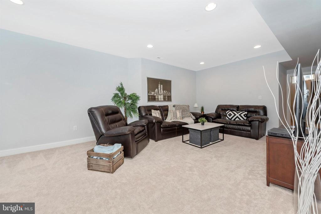 So much room to make it yours - 7937 YELLOW SPRINGS RD, FREDERICK