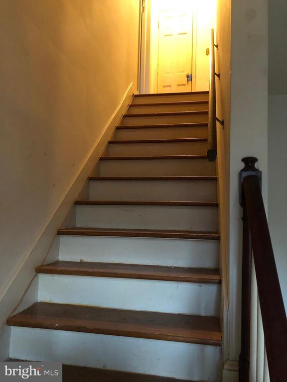 Hardwood stairs to upper level - 208 SALEM AVE, FRONT ROYAL