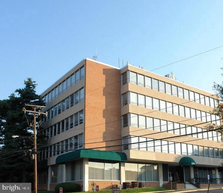 Property 為 出租 在 200 LITTLE FALLS ST #300 Falls Church, 弗吉尼亞州 22046 美國