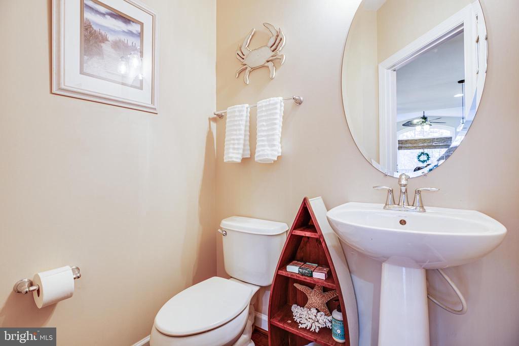 Half bathroom - 4 DECOY LN, STAFFORD