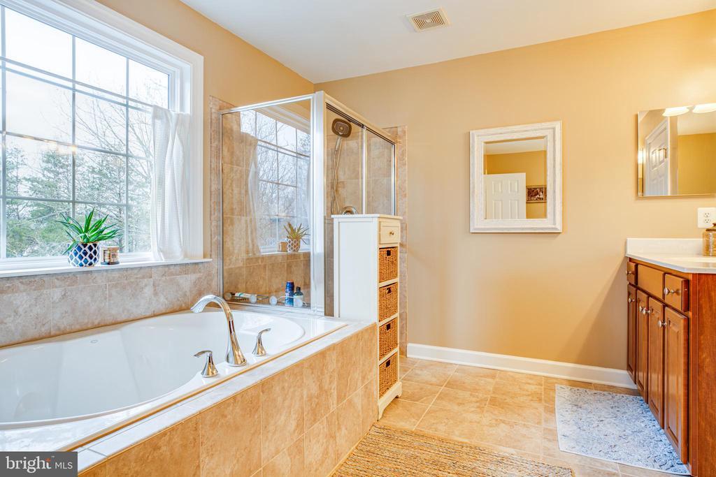 Master bathroom - 4 DECOY LN, STAFFORD