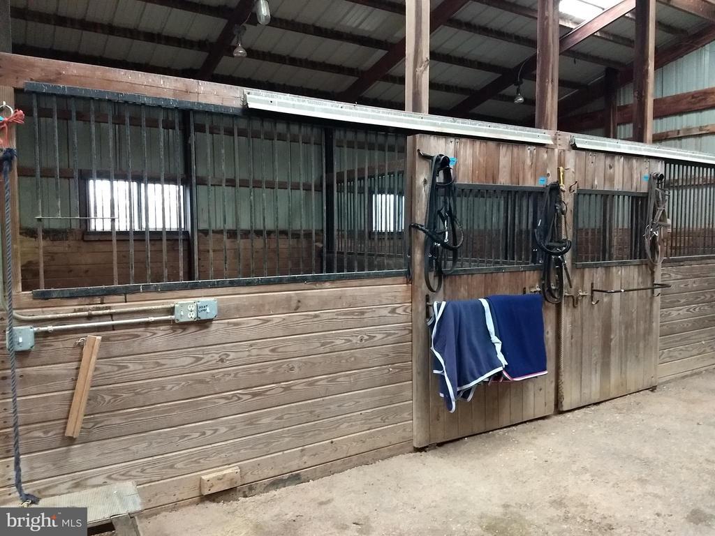 12 x 12   stalls - 20775 AIRMONT RD, BLUEMONT