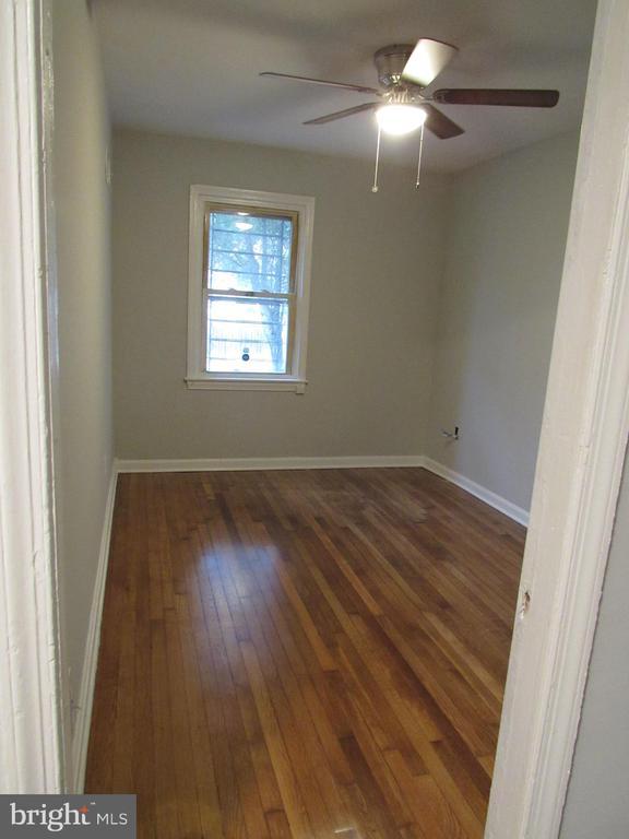 Main level bedroom without furniture! - 3426 CROFFUT PL SE, WASHINGTON