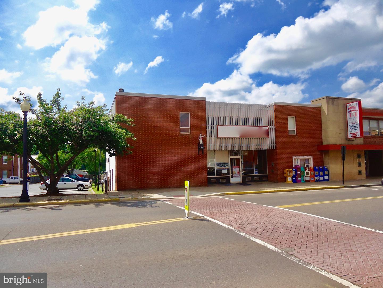 Single Family Homes для того Аренда на 306 MAIN ST #A Culpeper, Виргиния 22701 Соединенные Штаты
