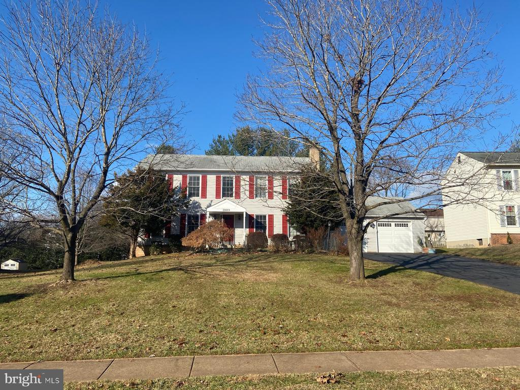 Lovely colonial facing wooded lot - 20019 GREAT FALLS FOREST DR, GREAT FALLS