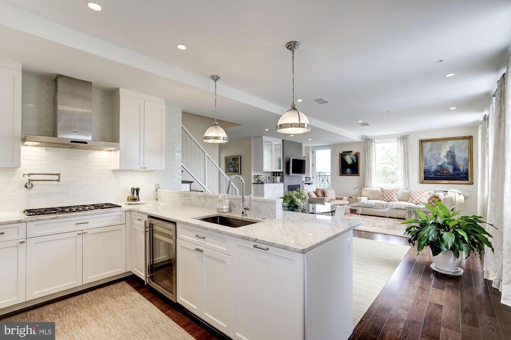 Sleek kitchen - 3052 R ST NW #307, WASHINGTON