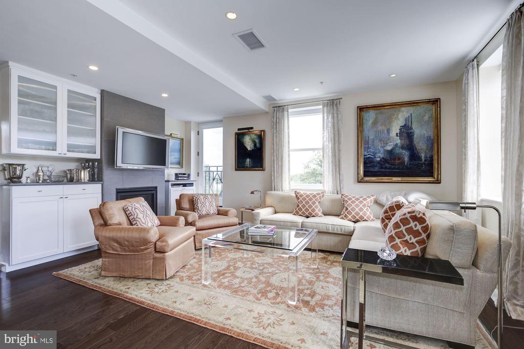 Large living room - 3052 R ST NW #307, WASHINGTON