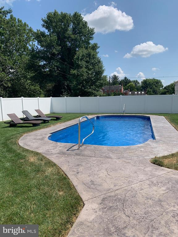 Serene saltwater pool - 7937 YELLOW SPRINGS RD, FREDERICK