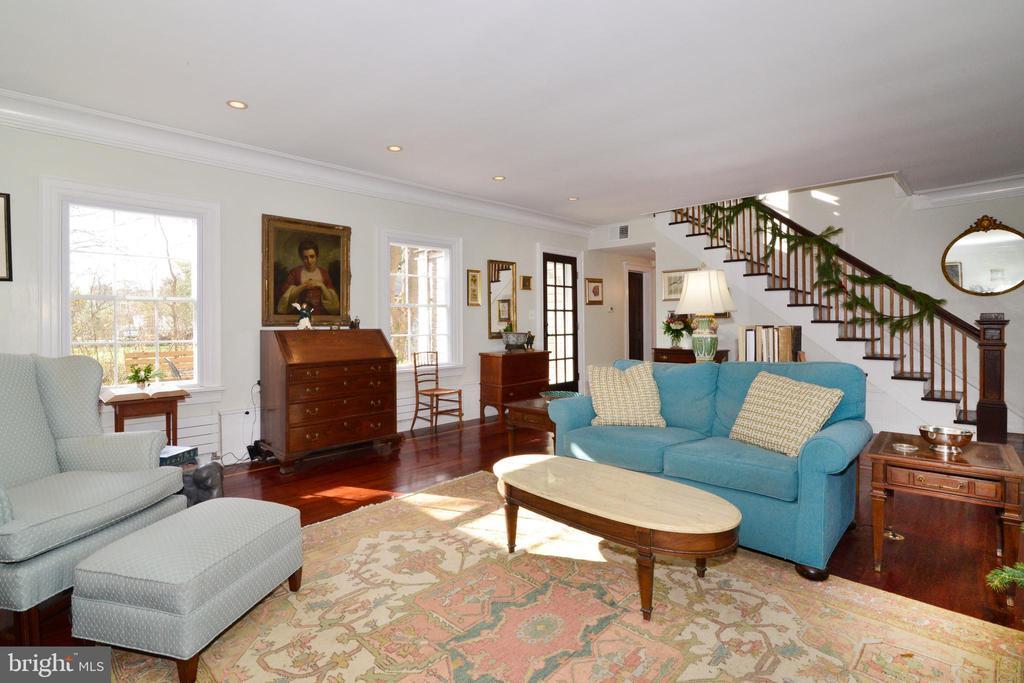 Formal Living Room - 100 E COLONIAL HWY, HAMILTON