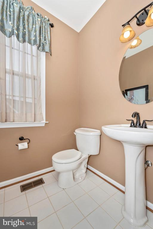 Main Level Powder Room - 8400 RIVER MEADOW DR, FREDERICK