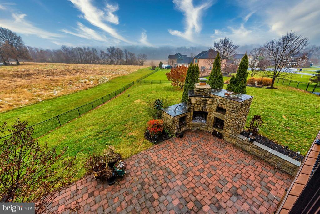 Outdoor Patio, Fireplace and Pizza Oven - 8400 RIVER MEADOW DR, FREDERICK