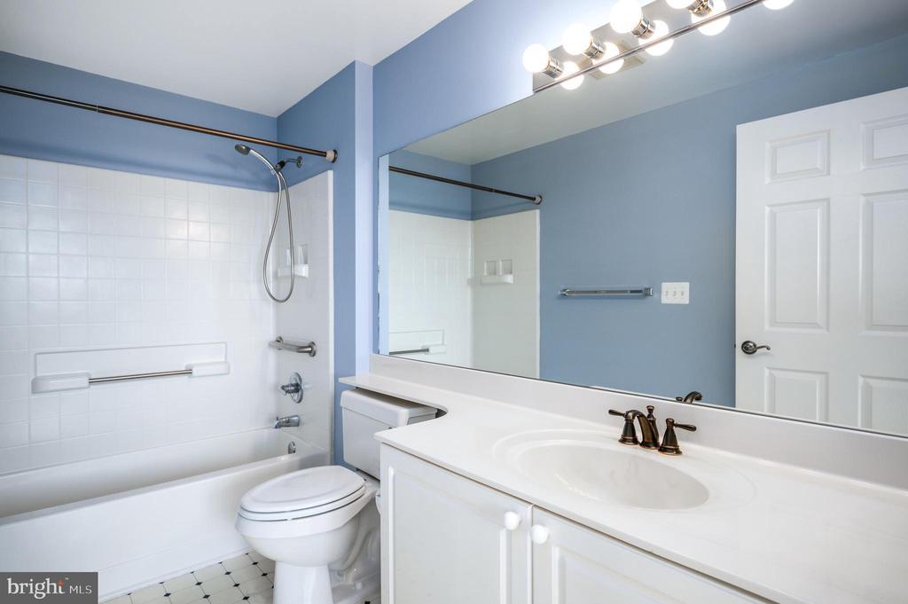 En suite bathroom. - 19375 CYPRESS RIDGE TER #822, LEESBURG