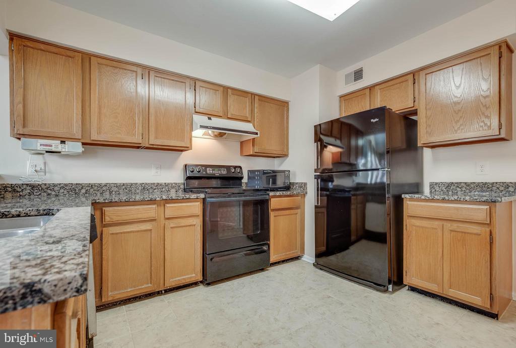 Kitchen - 827 BALLS BLUFF RD NE, LEESBURG