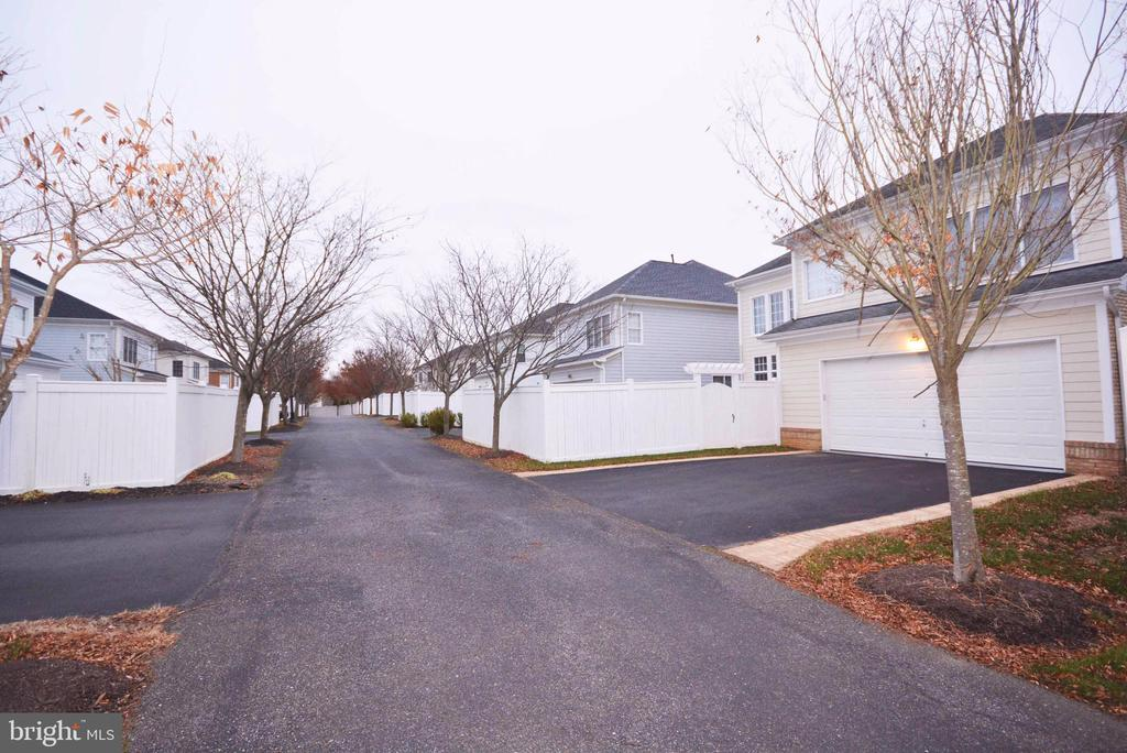 Private street for access to 2-car garage. - 702 PILOT HOUSE DR, ANNAPOLIS