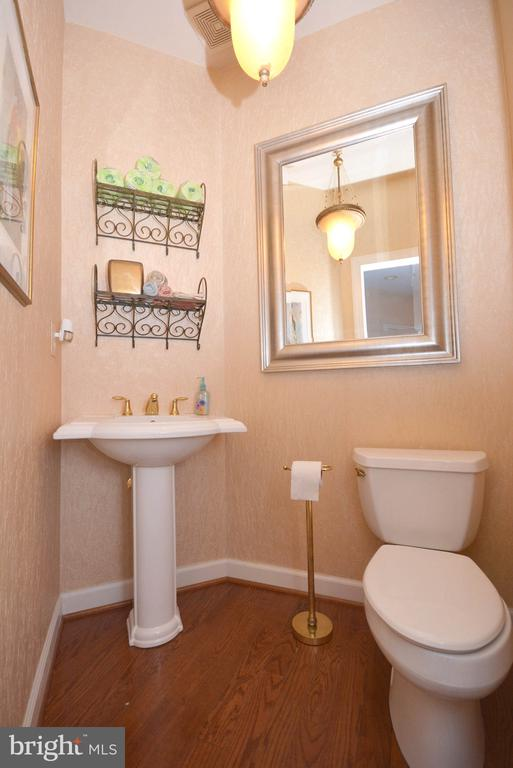 First floor half-bath. - 702 PILOT HOUSE DR, ANNAPOLIS