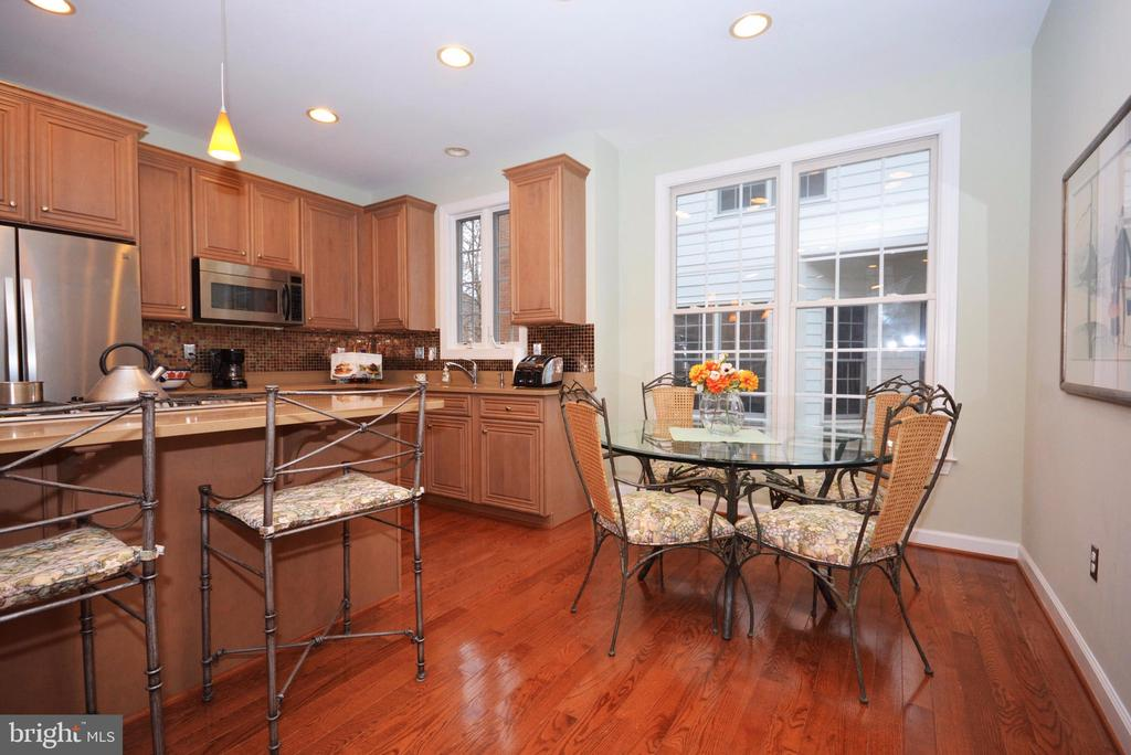 Breakfast area and island in  gourmet kitchen. - 702 PILOT HOUSE DR, ANNAPOLIS