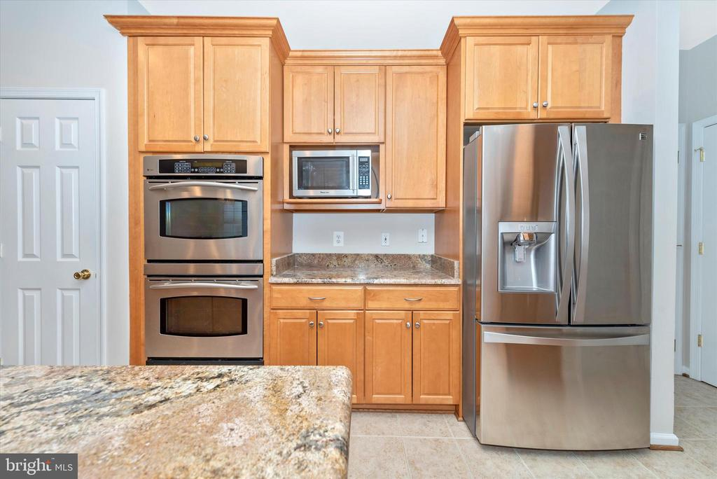 Kitchen - 8400 RIVER MEADOW DR, FREDERICK