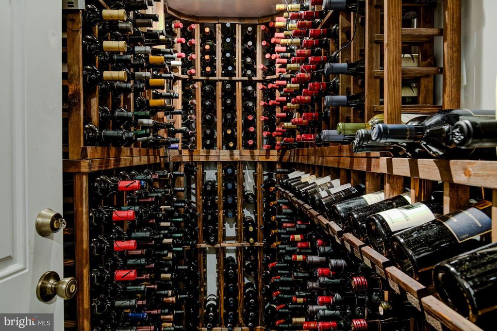 Wine Cellar - 1 DRUMMERS CV, STAFFORD