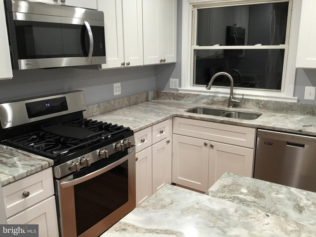 Stainless steel appliances - 652 ALABAMA DR, HERNDON