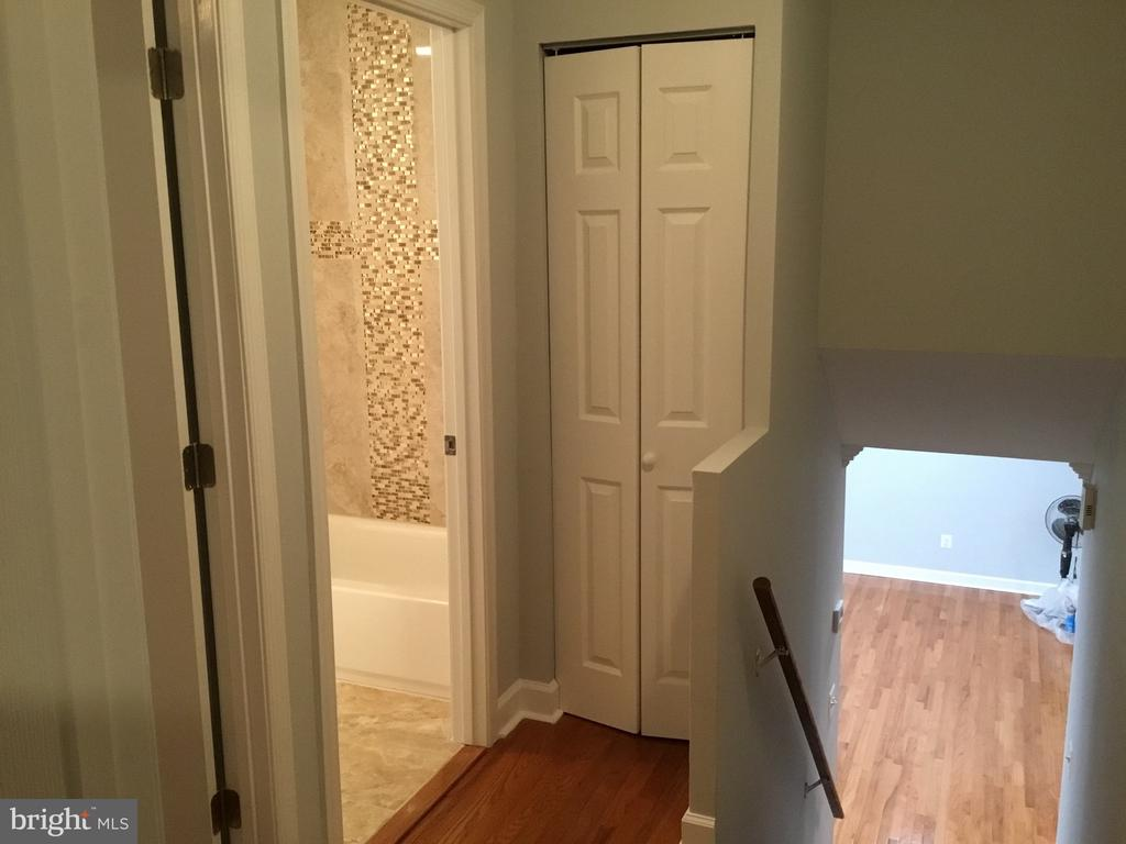 Hallway door  to master bathroom - 652 ALABAMA DR, HERNDON