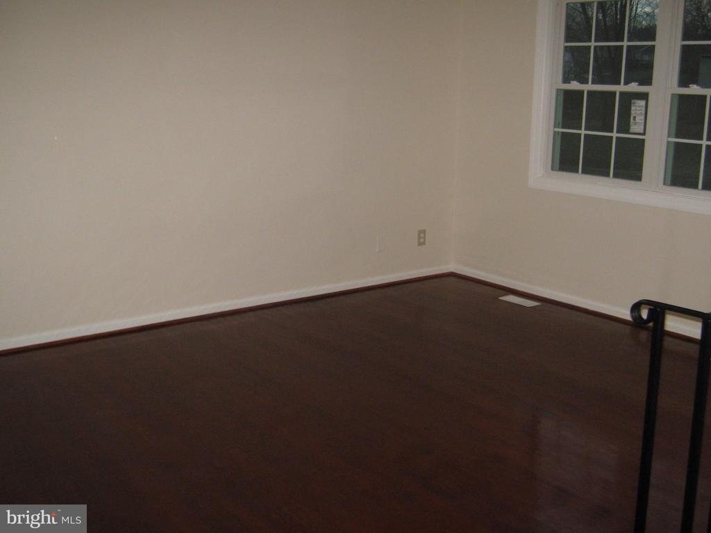 upper level living room - 78 VISTA WOODS RD, STAFFORD