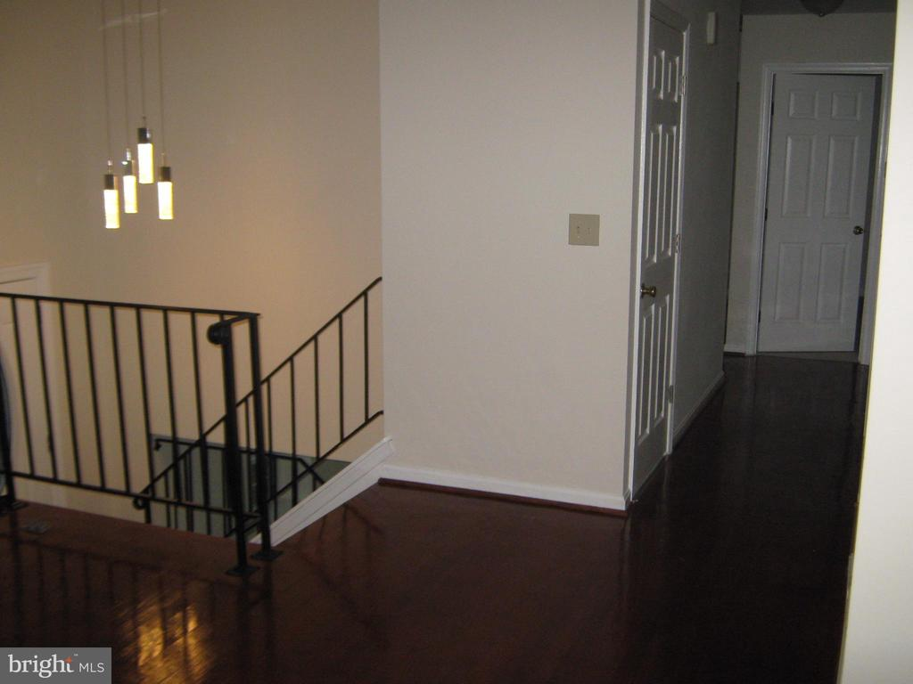 upper level top level foyer & hallway - 78 VISTA WOODS RD, STAFFORD