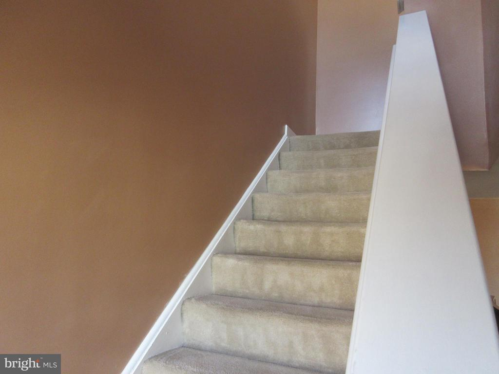 Stairs to second level - 1308 CLIFTON ST NW #401, WASHINGTON