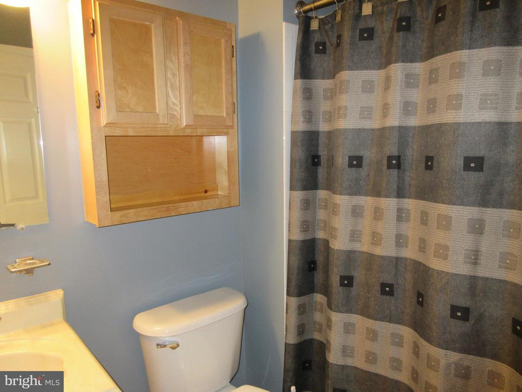 2nd bath on second level - 1308 CLIFTON ST NW #401, WASHINGTON