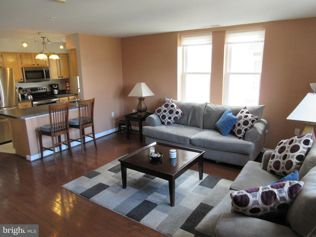 Spacious living area view - 1308 CLIFTON ST NW #401, WASHINGTON