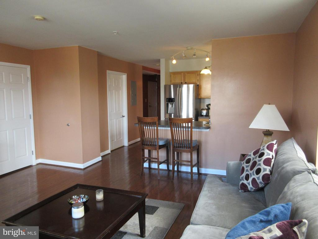 Large living area view - 1308 CLIFTON ST NW #401, WASHINGTON