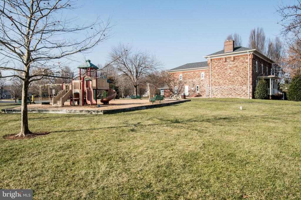 Walk to nearby clubhouse, pool and play areas - 512 GINGER SQ NE, LEESBURG