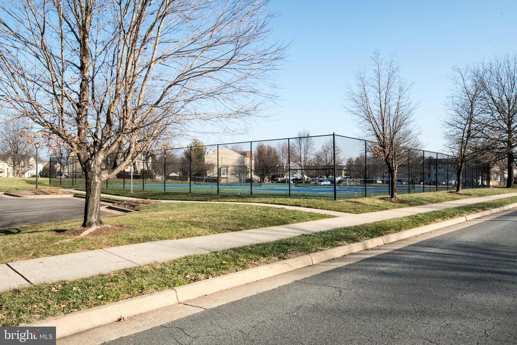 Nearby tennis courts - 512 GINGER SQ NE, LEESBURG