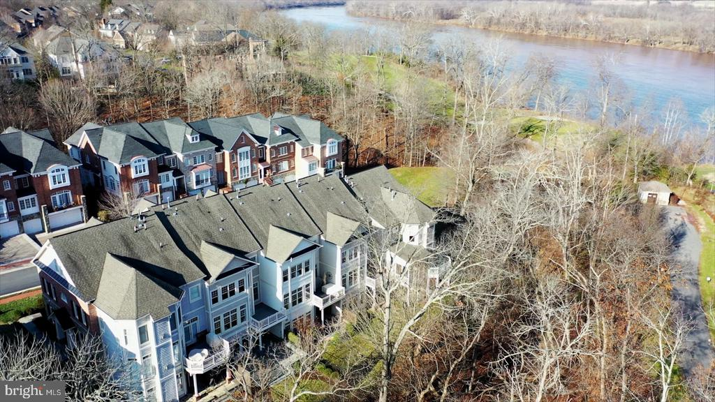 Spectacular Location - 18216 CYPRESS POINT TER, LEESBURG