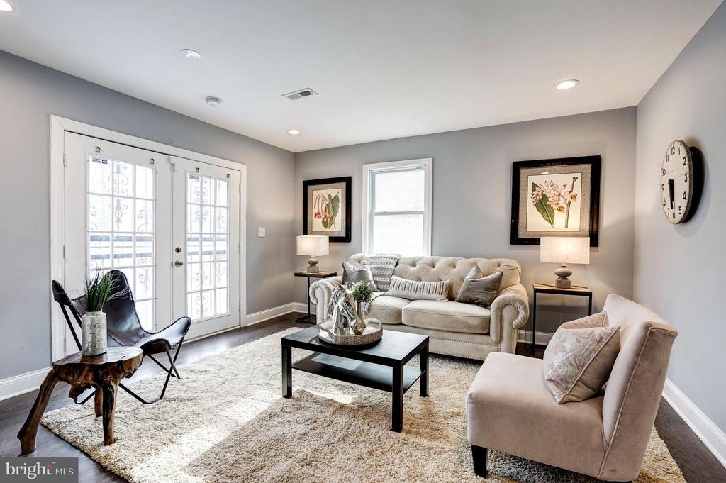 Family room with exit to patio - 1431 ANACOSTIA AVE NE, WASHINGTON