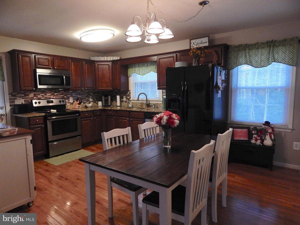 Updated Kitchen- cabinets, granite, appliances - 6307 TOWLES MILL RD, SPOTSYLVANIA