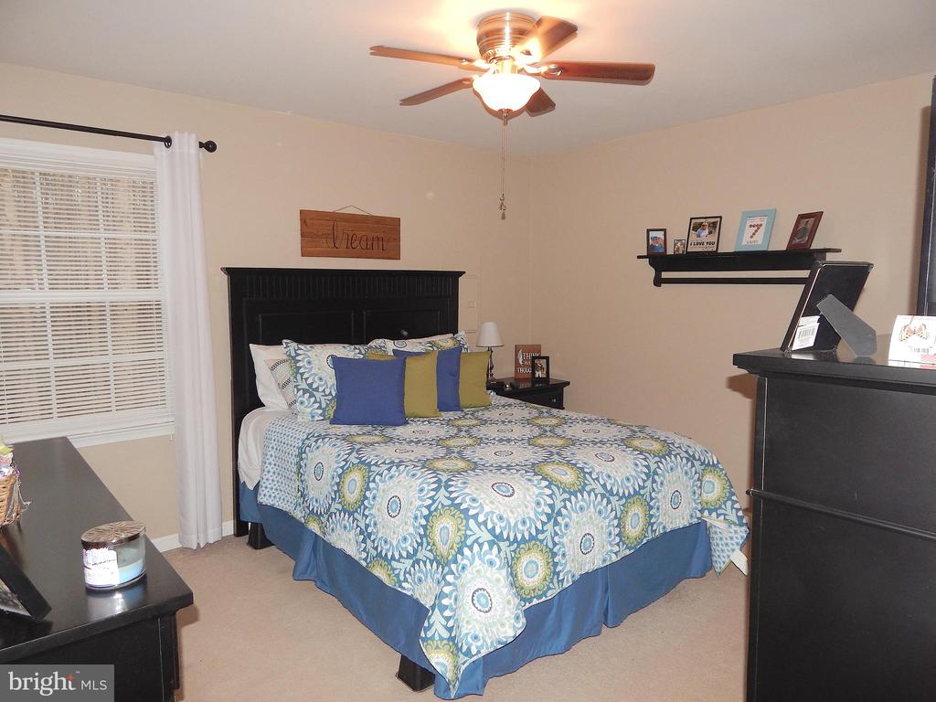 Master BR has walk-in closet, room for a king bed - 6307 TOWLES MILL RD, SPOTSYLVANIA
