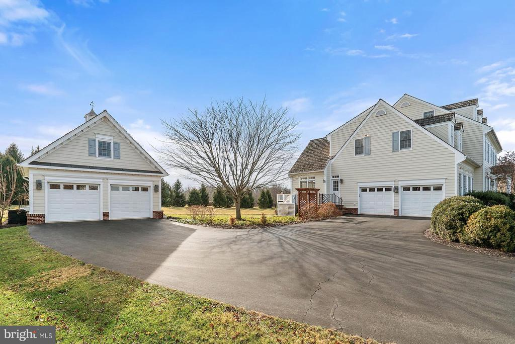 Detached 2 car carriage house and 2 car attached. - 37239 HUNT VALLEY LN, PURCELLVILLE