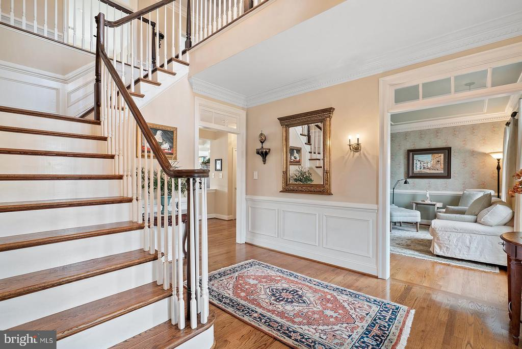 Foyer entrance, detailed trim in all rooms. - 37239 HUNT VALLEY LN, PURCELLVILLE