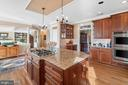 Large kitchen offers wonderful space for everyone - 37239 HUNT VALLEY LN, PURCELLVILLE