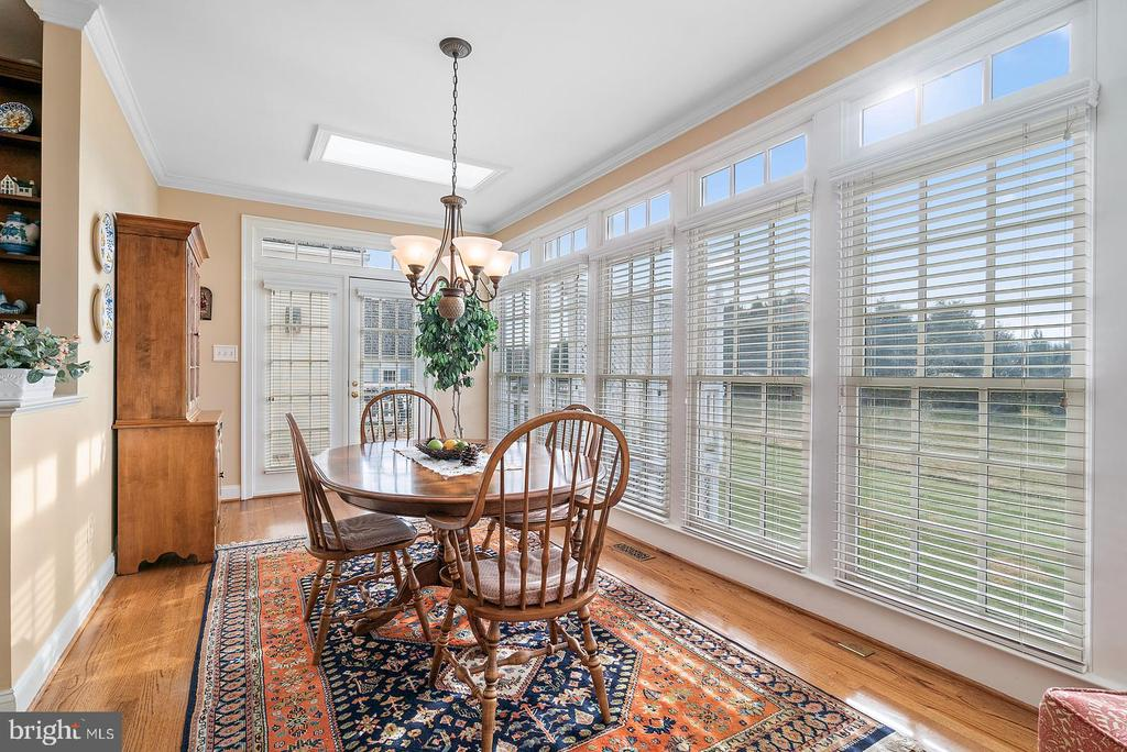 Sun room dining  with two skylights - 37239 HUNT VALLEY LN, PURCELLVILLE