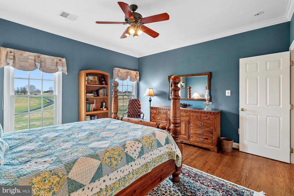 All bedrooms have hardwoods and ceiling fans. - 37239 HUNT VALLEY LN, PURCELLVILLE